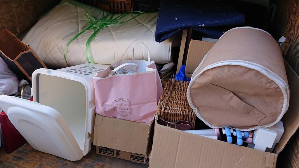 マットレスなど不用品の回収!軽トラ積み放題パックで階段作業にも対応できました!